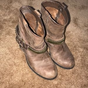Women's size 9.5 ankle boots 🥾